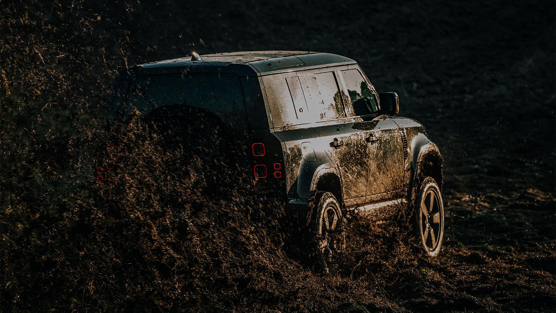 Achter de schermen bij James Bond - No Time To Die - met Land Rover