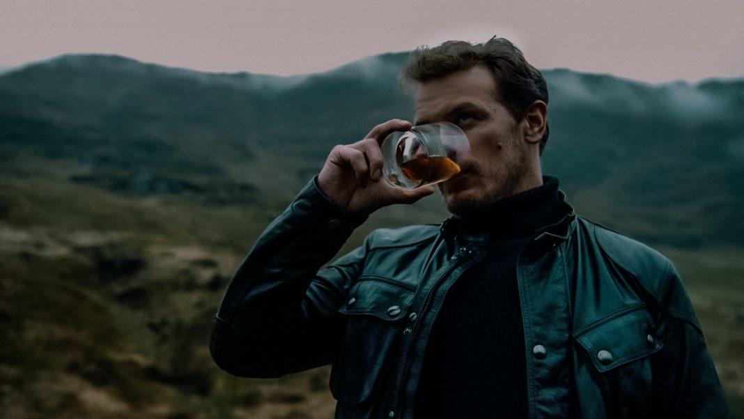 Outlander-acteur Sam Heughan lanceert whisky merk 'The Sassenach'