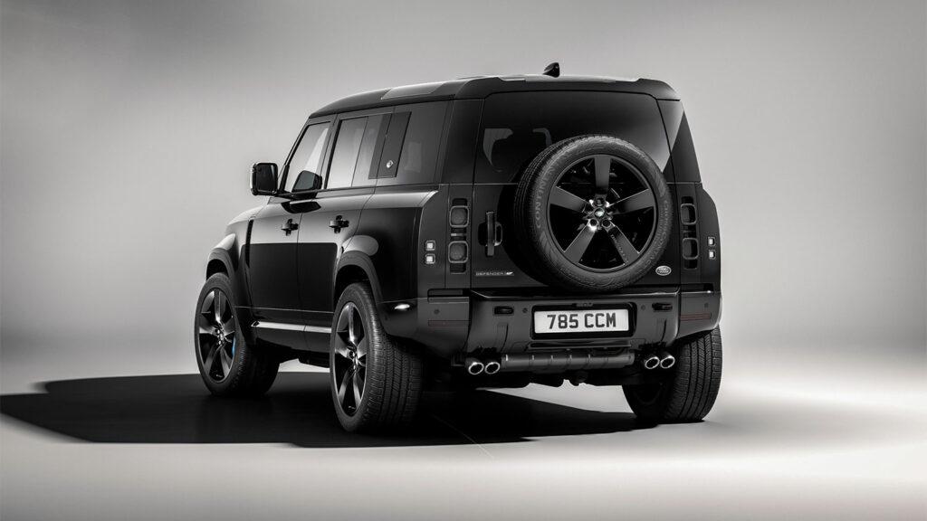Ter ere van de 25e Bond-film komt Land Rover met de Defender V8 Bond Edition