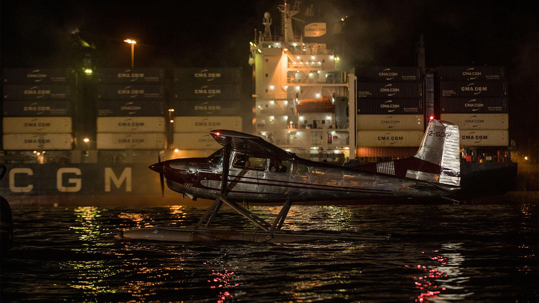 Vette scènes vol actie met een watervliegtuig rond de Jamaicaanse Kingston Container Terminals in NTTD